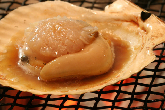 Grilled unshelled scallop